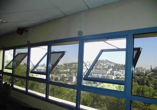 חלון עשן פתיחה החוצה