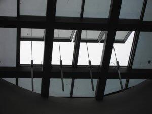 חלונות גג מאלומיניום וזכוכית