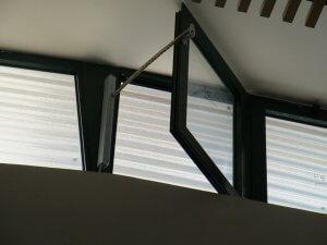 חלון עשן ציר צד